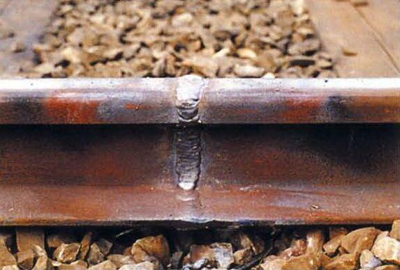 Стык при алюминотермитной сварки рельсов