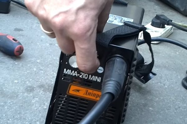 Сварочный инвертор спец мини 210