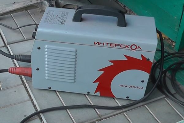 Сварочный аппарат Интерскол ИСА-250