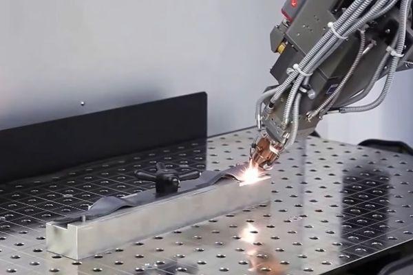 Процесс лазерной сварки металла