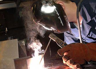 Как правильно варить сваркой с использованием электродов?