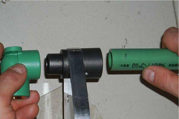 Пайка пластиковой трубы и фитинга