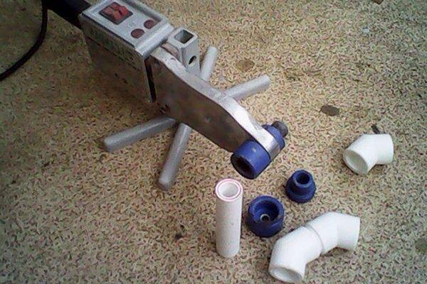 Снятие трубы с аппарата для пайки