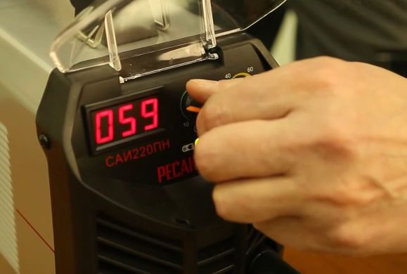 Регулировка тока перед сваркой аппаратом Ресанта САИ 220 ПН