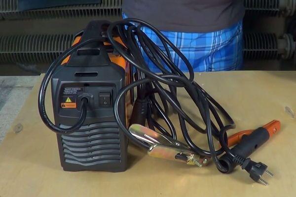 Гибридный инвертор Сварог Arc Pro 180
