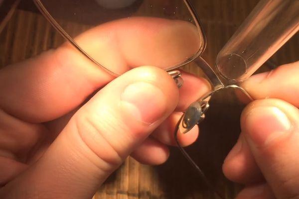 Процесс лазерной сварки очков