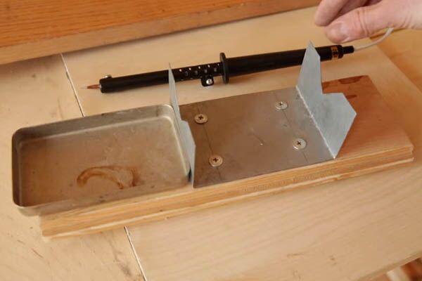 Подставка из деревянного бруска