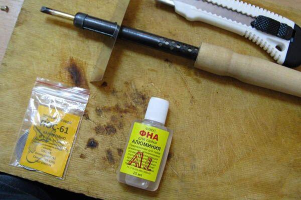 Основные инструменты для пайки проводов
