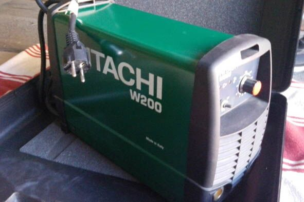 Сварочный инвертор Hitachi W200