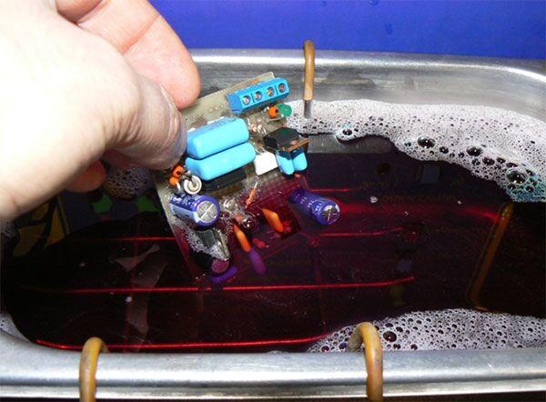 Очистка платы после пайки в ультразвуковой ванне