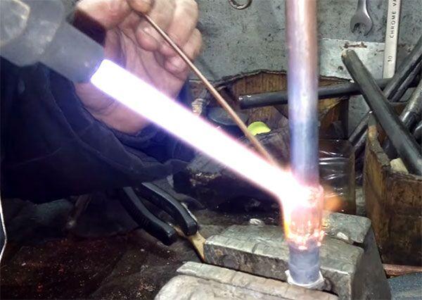 Процесс пайки медно-серебряным припоем
